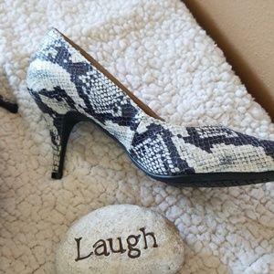 Merona Shoes - 🌻New Merona reptile pumps🌻